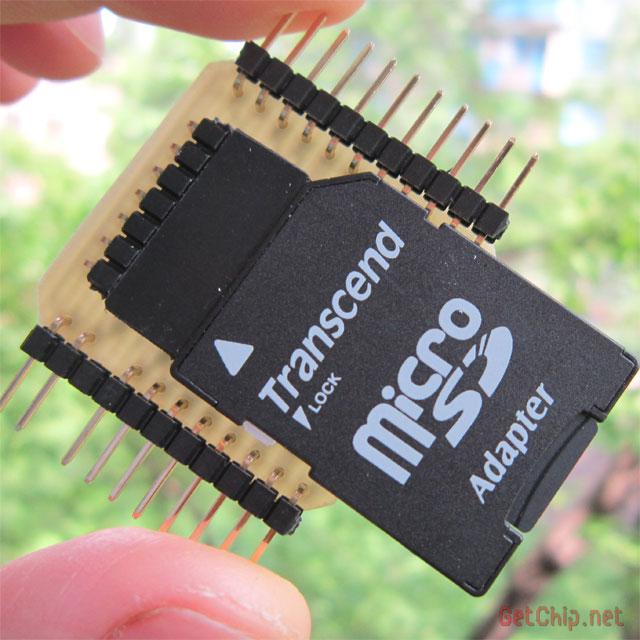 При установке SD карты в